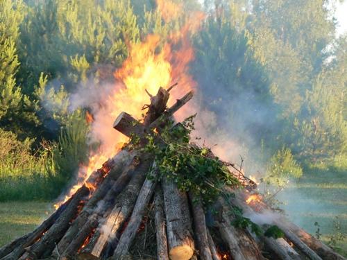 jāņu ugunskurs