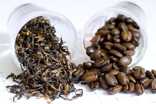 zaļā tēja un kafija